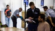 Registrierung von Flüchtlingen bei der Bundespolizei im Frankfurter Hauptbahnhof