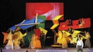 """Im Bühnenentwurf von Frank Gehry zum Berliner """"Orfeo"""" ist das Jenseits eine bunte Spielzeugwelt"""