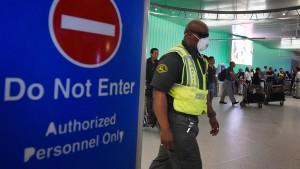 Putzkräfte streiken aus Angst vor Ebola-Ansteckung