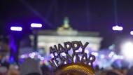 Silvesterparties wie hier in Berlin wird es durch die Corona-Pandemie nicht geben. Umso wichtiger sind kreative Ideen wie man Silvester trotzdem schön feiern kann.