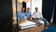 Träumen erlaubt: Die Gründer der Bettzeit-Gruppe Manuel Müller, Dennis Schmoltzi und Max Laarmann (von links) wollen wachsen.