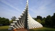 Wand mit Reißverschluss oder Plexiglasschlange, die ein Nilpferd verspeist hat? Der dänische Architekt Bjarke Ingels interpretiert eine Tradition.
