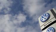 Staranwälte wittern beim VW-Skandal Schadensforderungen in Milliardenhöhe.