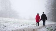 Undurchsichtig: In Bielefeld wird der erste Schneefall von diesiger Sicht begleitet.
