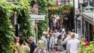 Muss man gesehen haben: Die Drosselgasse in Rüdesheim ist eines von vielen Reisezielen in Hessen.