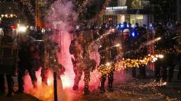 In mehreren Städten Polizisten angeschossen