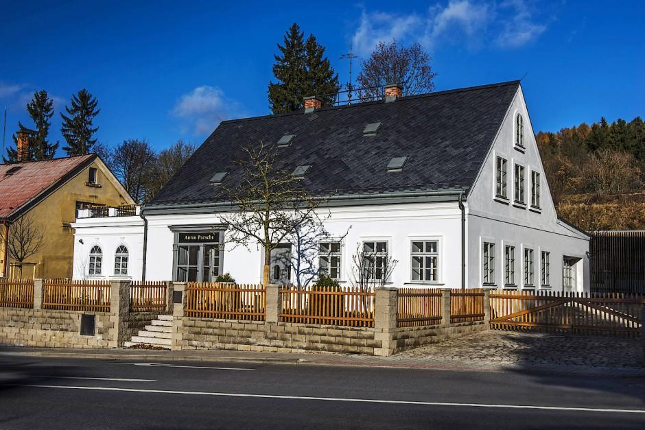 Die Fassade des Geburtshauses sieht wieder aus wie vor über hundert Jahren.