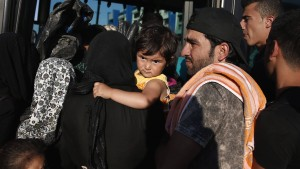 Tausende Flüchtlinge erreichen Piräus