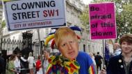 Anti-Johnson-Demonstranten am Donnerstag vor dem Regierungssitz in der Downing Street in London