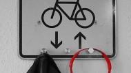 """Schüler des Max-Planck-Gymnasiums in Düsseldorf gründeten die Schülerfirma """"Streetcycled""""."""