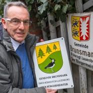 Er hat schon ein neues Schild für seinen Nachfolger besorgt: Noch-Bürgermeister Iain Macnab