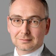 """Reiner Burger - Portraitaufnahme für das Blaue Buch """"Die Redaktion stellt sich vor"""" der Frankfurter Allgemeinen Zeitung"""