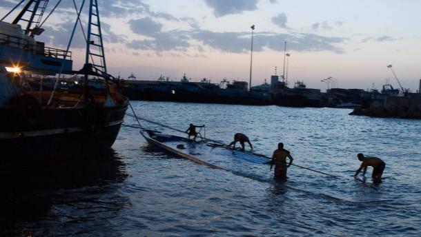 Mindestens 200 Tote bei Untergang von Flüchtlingsbooten