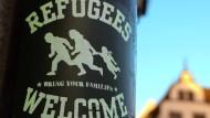 """Ein Slogan, der zwar aus den neunziger Jahren stammt, es aber erst 2015 zum """"Anglizismus des Jahres"""" brachte, hier etwas erweitert auf einem Aufkleber in Freiburg."""