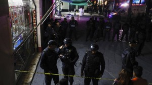 Mariachi-Killer töten fünf Menschen auf belebtem Platz