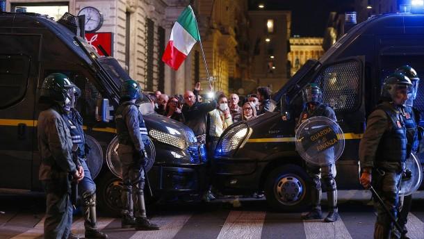 Gewaltsame Zusammenstöße in den Straßen Roms