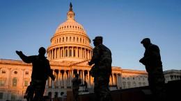 Wie Trump mit Hilfe des Militärs an der Macht bleiben könnte