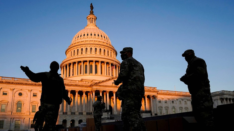 Soldaten der Nationalgarde kommen am Dienstag am Kapitol an.