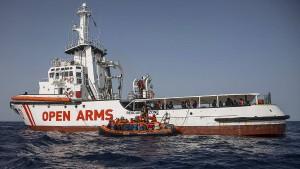 Rettungsschiff mit 59 Flüchtlingen darf nach Spanien