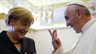 Haben eine Kommunikationsebene gefunden: Bundeskanzlerin Merkel und Papst Franziskus