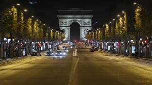Frankreich vollzieht Ausgangssperre ab 18 Uhr