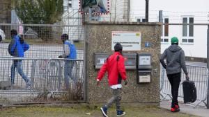 Deutlich weniger Asylbewerber im ersten Quartal