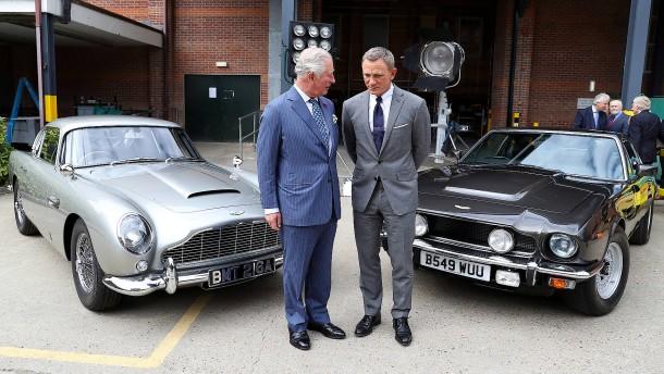 Prinz Charles besucht James-Bond-Filmset