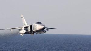Russischer Kampfflieger bedrängt amerikanischen Aufklärer