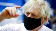 Boris Johnson am 17. Februar beim Besuch eines Impfzentrums in Cwambran