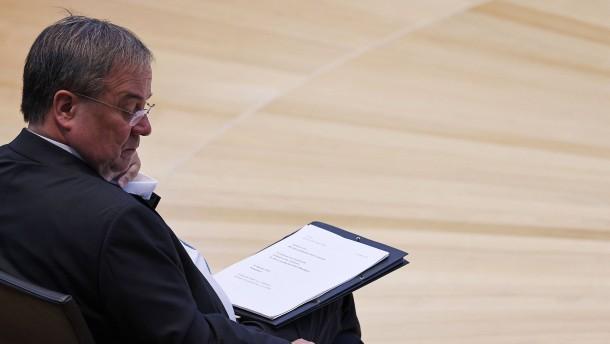 """Laschet vor Rückzug – Ex-CSU-Chef Huber: """"Da steht man im Dunkeln"""""""