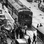 Kein Durchkommen mehr: In den dreißiger und vierziger Jahren kamen sich Autos, Busse und Bahnen wie hier im Zentrum von Los Angeles zunehmend in die Quere.