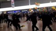 Faustkämpfe zwischen Türken und Kurden