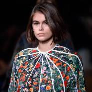 Schmelzender Eisberg? Auf dieser Modenshow weckt das Model Kaia Gerber eher Assoziationen mit einer blühenden Frühlingswiese.