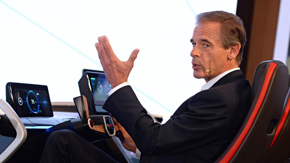 Bosch-Chef Volkmar Denner in einem Show-Auto