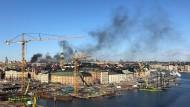 Nach der Explosion ziehen Rauchwolken über Stockholm.