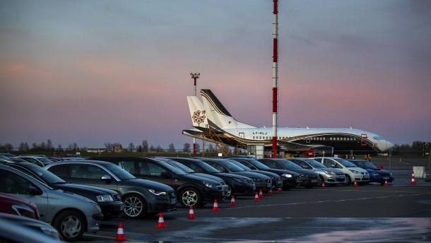 Litauen verwandelt Flughafen in Autokino