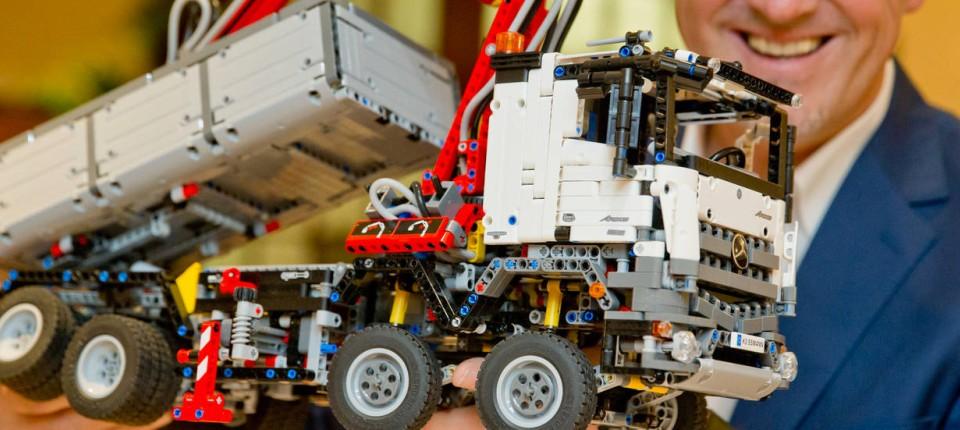 der neue lego mercedes ist ein komplexer spa. Black Bedroom Furniture Sets. Home Design Ideas