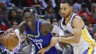 Erst stark, dann unaufmerksam: NBA-Profi Schröder im Duell mit Superstar Curry (r.)