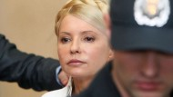Julija Timoschenko verbüßt schon eine sieben Jahre lange Haftstrafe wegen Amtsmissbrauchs (Archivbild aus dem Gerichtsaal in Kiew im Juni 2011)