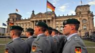 Die Abgeordneten wollen ihren Einfluss bei der Entscheidung über Auslandseinsätze der Bundeswehr nicht beschränkt sehen
