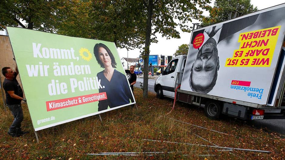 Kompatibel oder zu verschieden? Grünen- und FDP-Wahlplakate werden in Köln abgehängt.