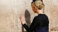 2021 kann sie zur Klagemauer vielleicht die Seilbahn nehmen: Ivanka Trump in der Altstadt von Jerusalem.