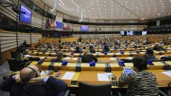 """Debatte im Europäischen Parlament: """"Jetzt lachen Sie nicht mehr"""", sagt Ukip-Chef Farage trotzig."""