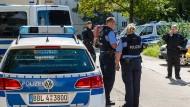 Ein Spezialkommando der Polizei in Eisenhüttenstadt in Brandenburg