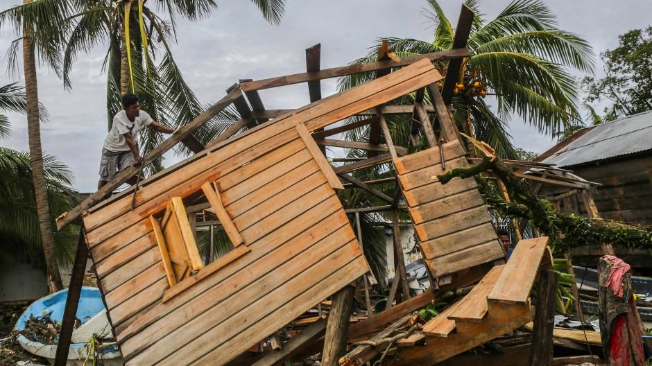 """Zerstörtes Holzhaus in Bilwi, Nicaragua: Durch die Auswirkungen des Wirbelsturms """"Eta"""" sind in Mittelamerika bereits mehr als 70 Menschen umgekommen."""