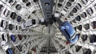 VW- Autos im Werk in Wolfsburg.