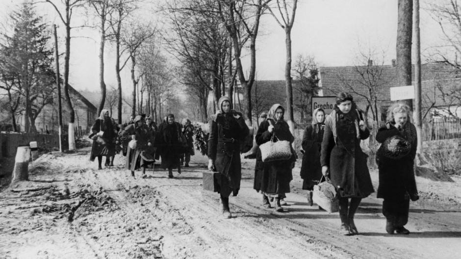Vertriebene aus Ostpreussen 1946 auf dem Weg nach Westen