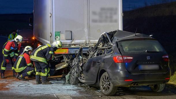 Drittel der Verkehrstoten Opfer von zu hoher Geschwindigkeit