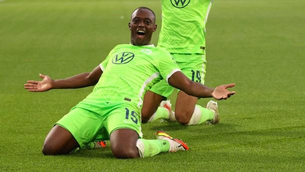 Roussillon schießt Wolfsburg auf Platz eins