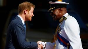 Prinz Harry gibt sich die Ehre